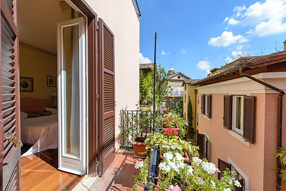 Spanish Steps Three Bedroom Apartment With Terrace For Rent In Via San Giacomo The Master Bedroom