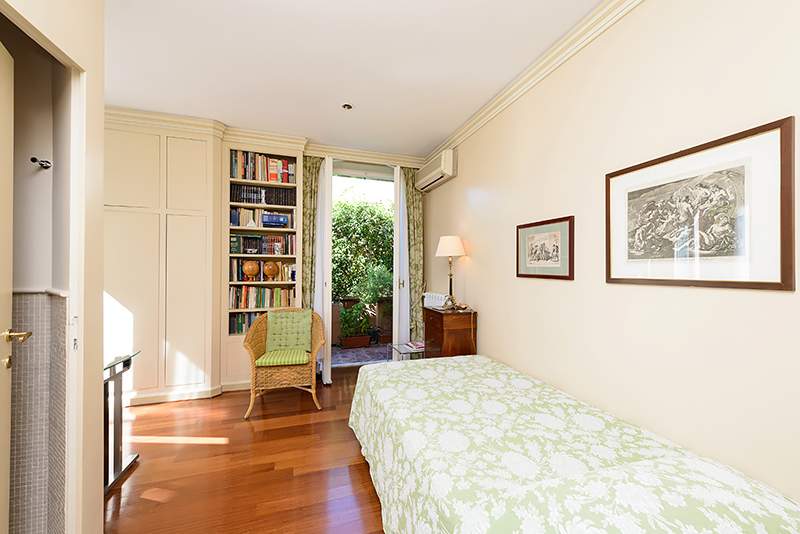 SPANISH STEPS three bedroom apartment with terrace for rent in Via ...