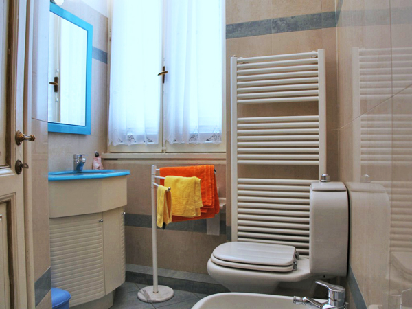 ... Spanish Steps penthouse attic - bathroom opposite view-m.jpg ... & Index of /vacation_rentals/images/Spanish Steps panoramic penthouse ...