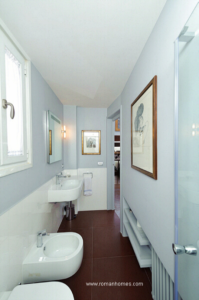 opposite view of the en-suite bathroom of the twin beds room of the Rome seagull attic
