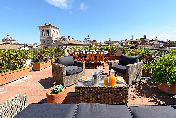 Rome navona campo de 39 fiori ghetto panoramic terrace views for The definition of terrace