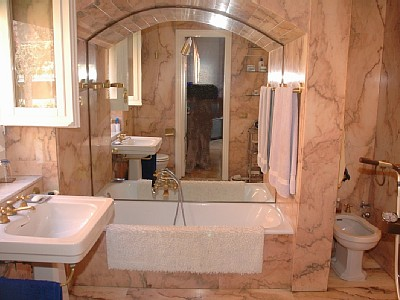 Rome parioli upscale five bedroom five bathroom villa with Roman style bathroom designs