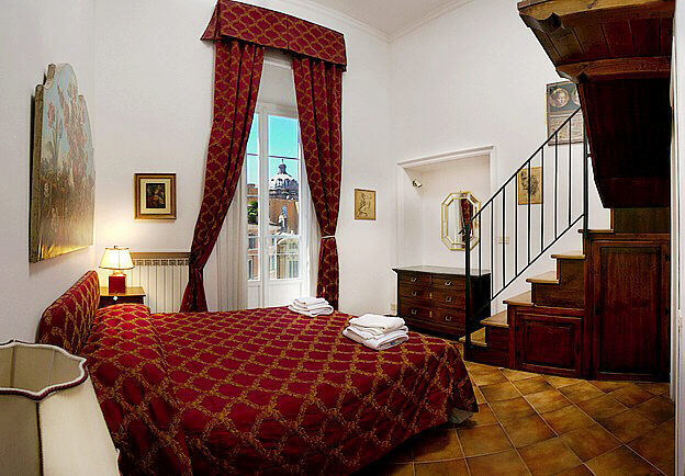 Rome Jewish Quarter Elegant Three Bedroom Apartment With