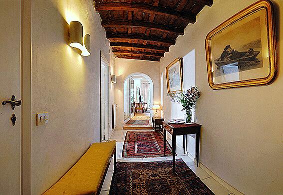 Rome Campo De Fiori Botticelli Apartment The Entrance And The Corridor